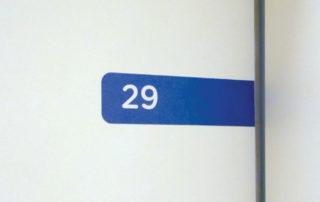 Aviso de identificação dos quartos