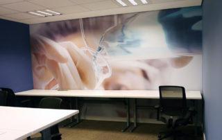 Foto ilustrativa aplicada na sala do escritório