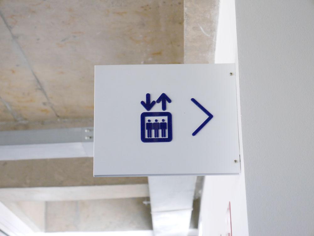 Placa bandeira de elevador