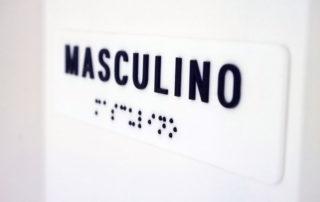 Placa braile do sanitário masculino