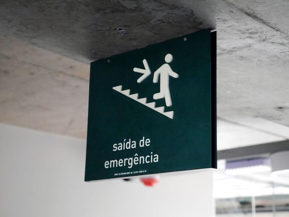 Placa de emergência de teto