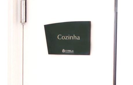 Placa indicativa de porta